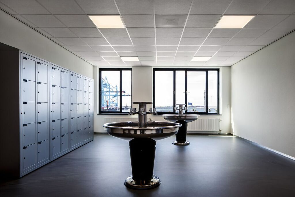 Locker and refreshing room for employees at APM Terminal office building. Rotterdam, 2014. Photograph courtesy of Nelleke de Vries, interior architect